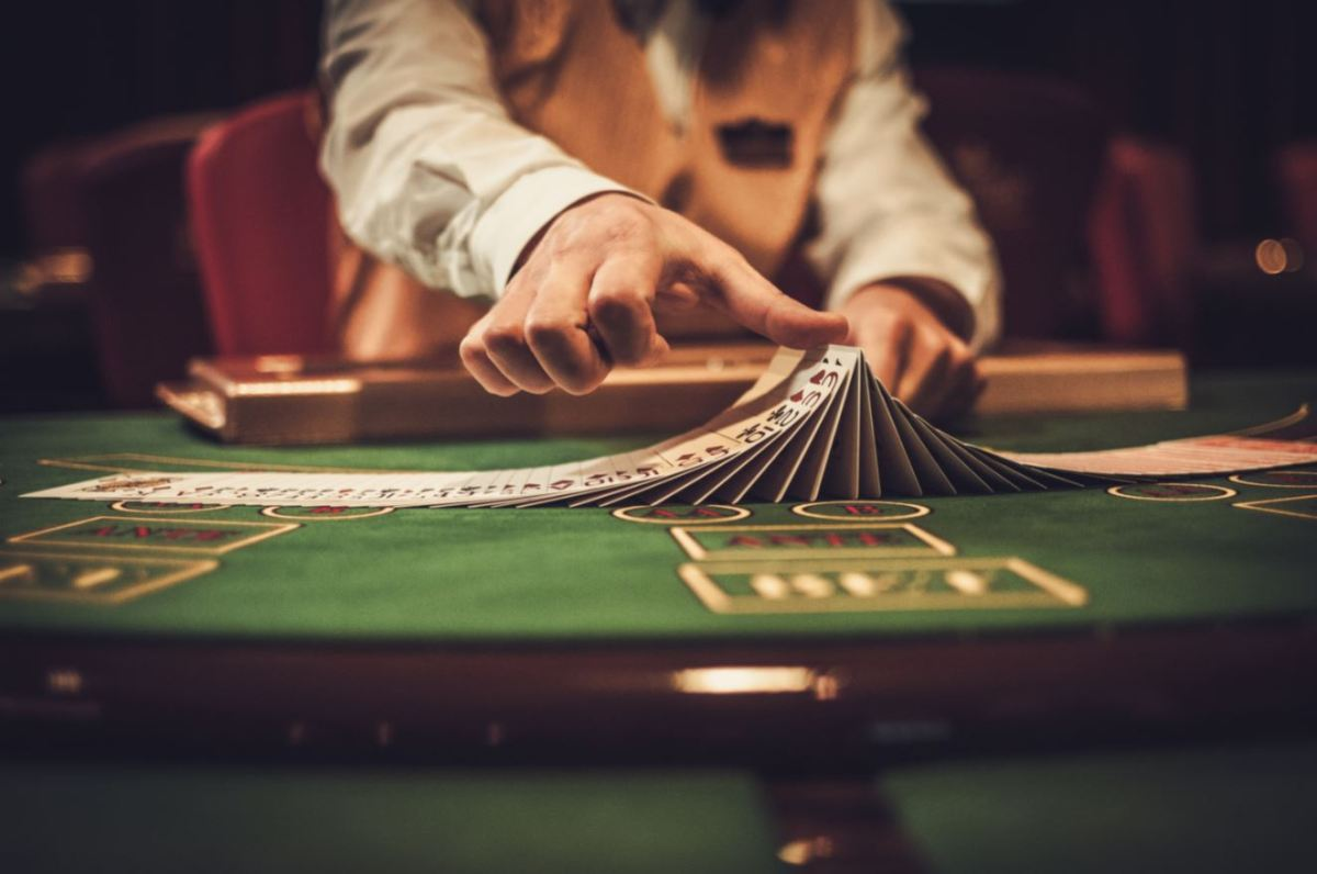 croupier-casino-paris-black-jack-poker